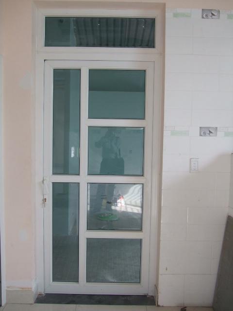 cửa nhựa lõi thép mở 1 cánh quay