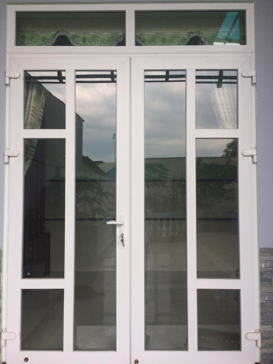 cửa đi 2 cánh mở quay chia đố